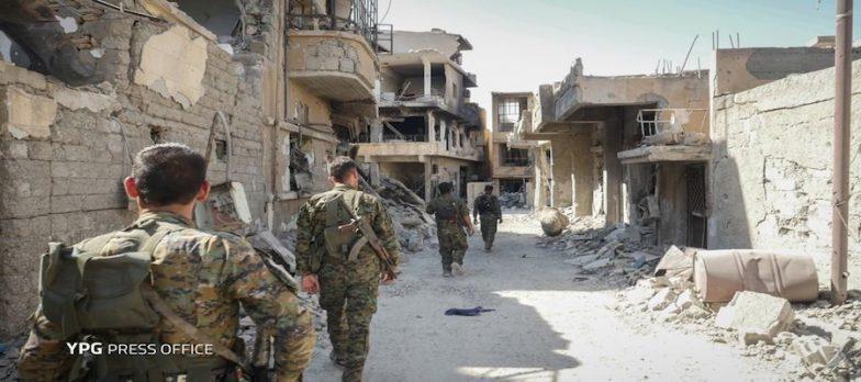 Siria, SDF A Raqqa Cacciano Isis Dalla Moschea Imam Al-Nawawi