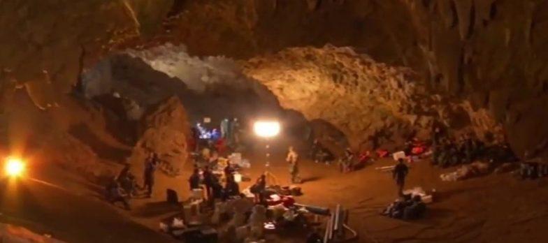Thailandia Thamluang Bambini Allenatori Salvataggio Rescue Sommozzatori Grotta Caverna Eroi Navyseal Operazione Asia